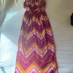 Gorgeous patterned strapless maxi dress - Size M